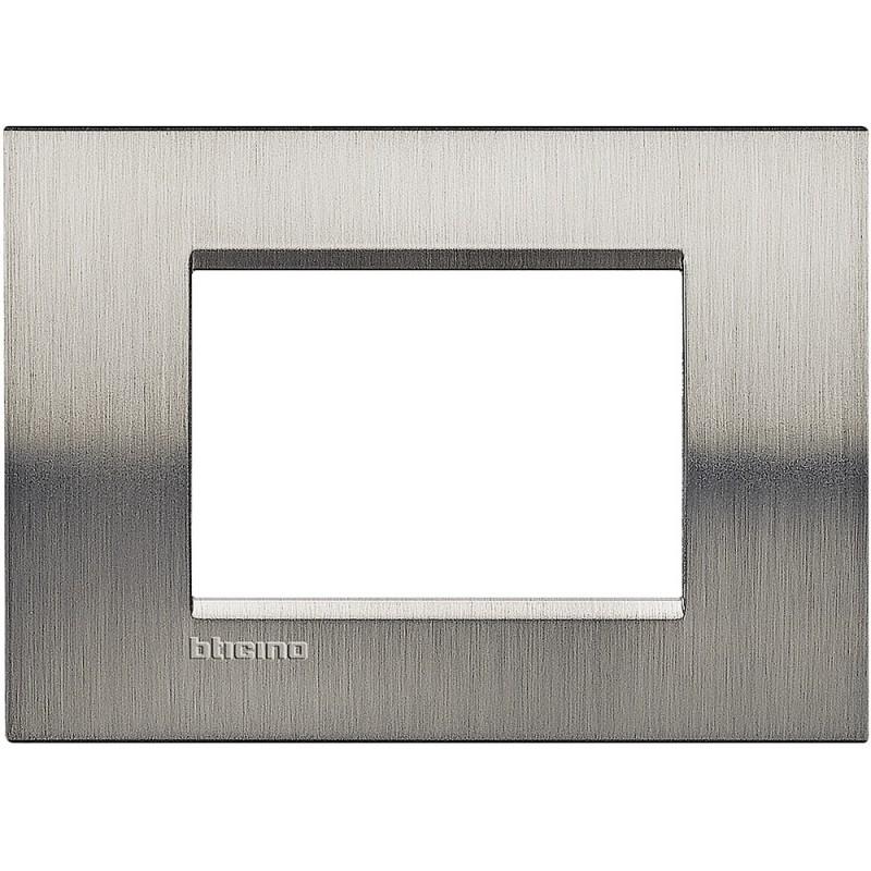 Bticino livinglight placca 3 moduli quadra lna4803acs for Obi cronotermostato